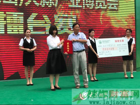 首届中国兰陵蒜博会20头大蒜拍出13万天价